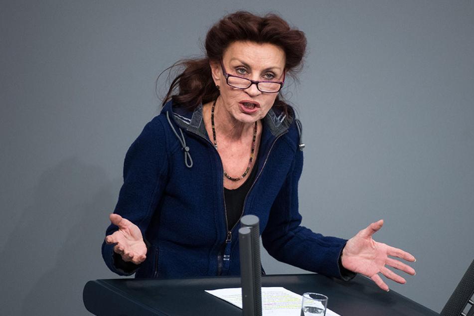 Linken-Politikerin Ulla Jelpke hofft auf ein NPD-Verbot.