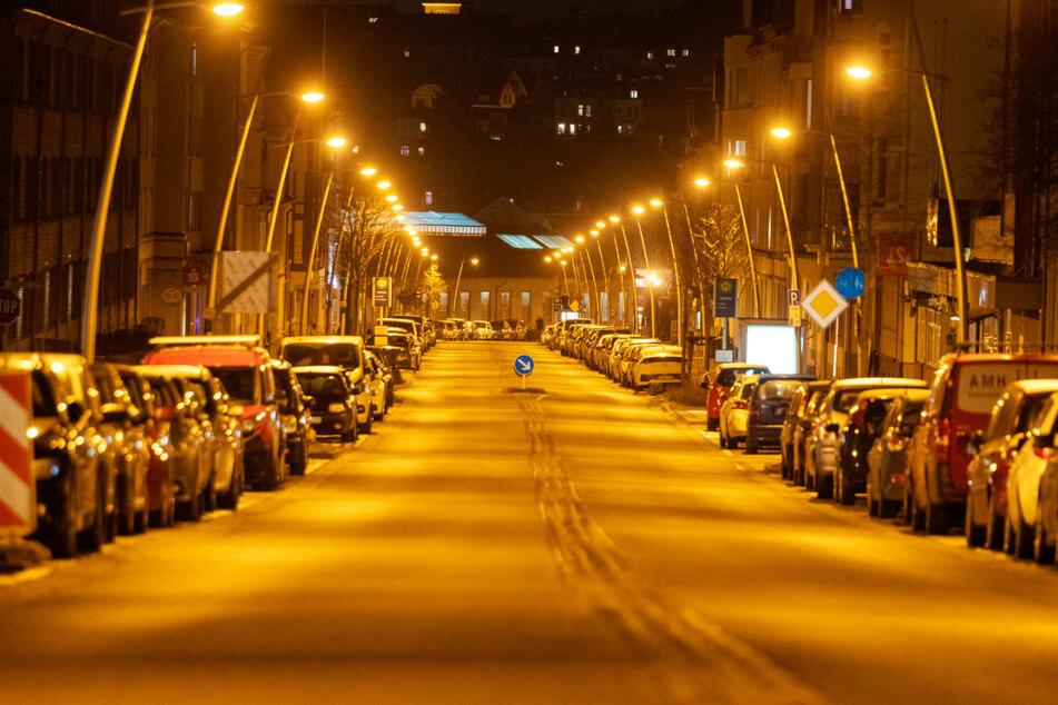 Die Straßen in Flensburg sind am Abend komplett leer.