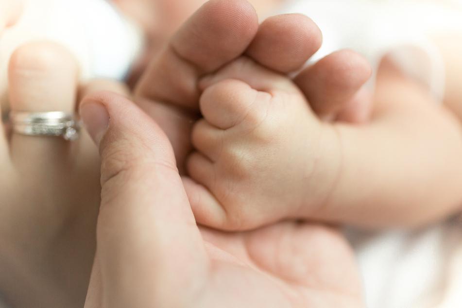 Überraschung: Surgeoff und ihr Verlobter Donald Campbell (37) sind urplötzlich Eltern geworden. (Symbolbild)