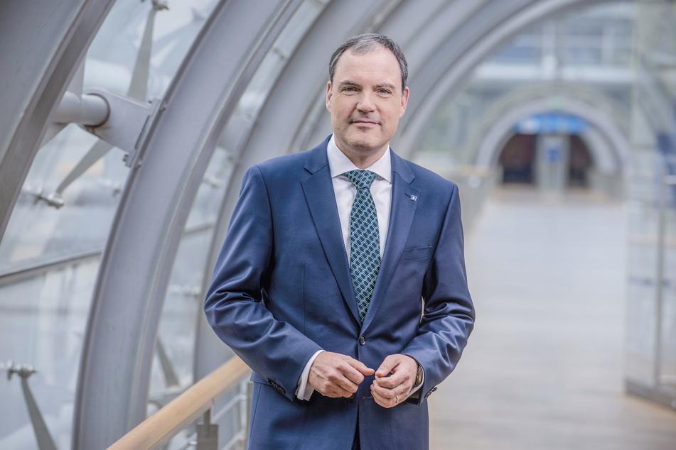 Leipziger Messe-Chef ohne Messen: Martin Buhl-Wagner (54) startet mit leeren Hallen ins neue Geschäftsjahr. Nur das Impfzentrum bringt etwas Erlös ein.