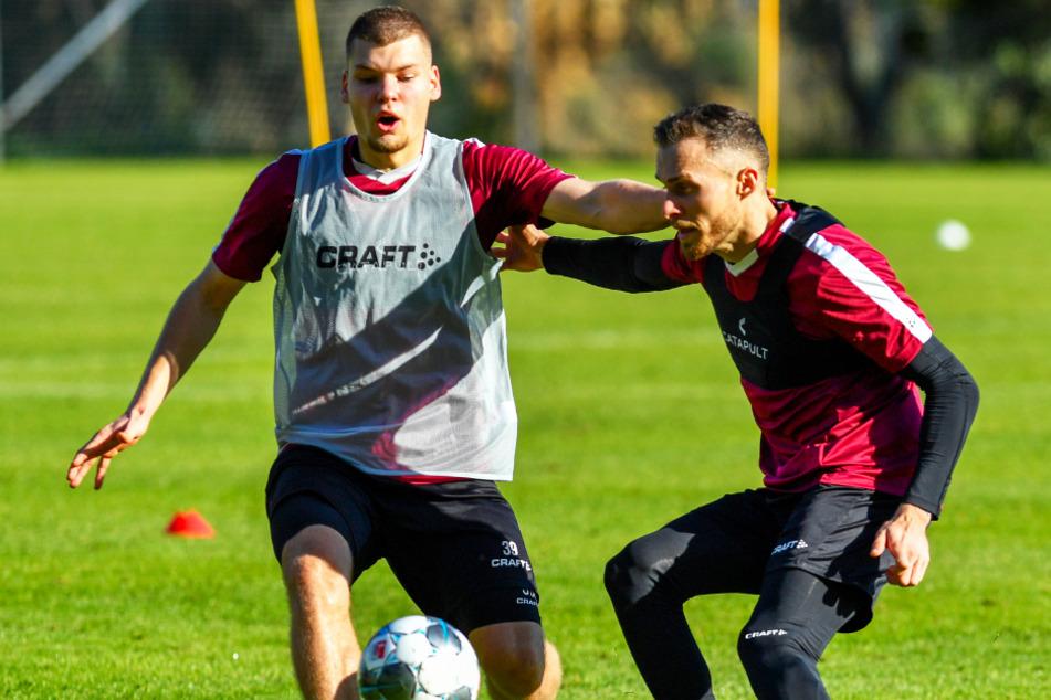 Patrick Schmidt (r., im Training mit Kevin Ehlers) ist bis 30. Juni ausgeliehen vom 1. FC Heidenheim. Eine Kaufoption seitens der Dresdner besteht.