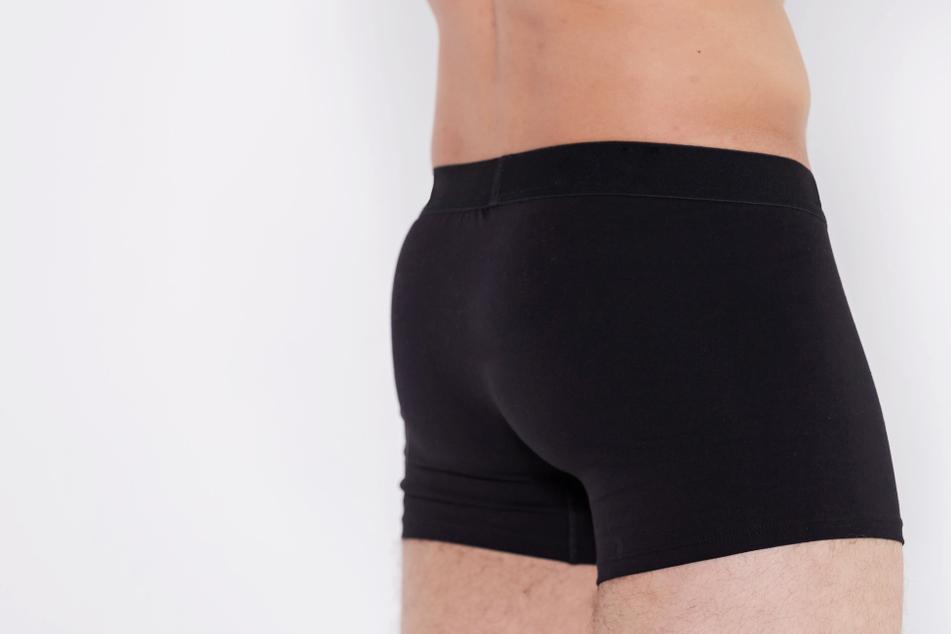 Kurioser Polizeifund: 23-Jähriger hat Überraschungsei in der Unterhose!