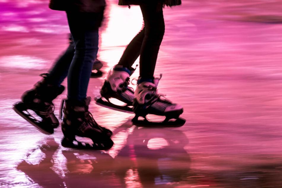 Durch einen Unfall beim Eislaufen verlor ein Mädchen seinen Finger. (Symbolbild)
