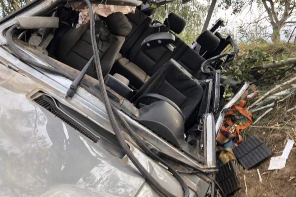Der Wagen des 24-Jährigen überschlug sich und stieß gegen mehrere Bäume.
