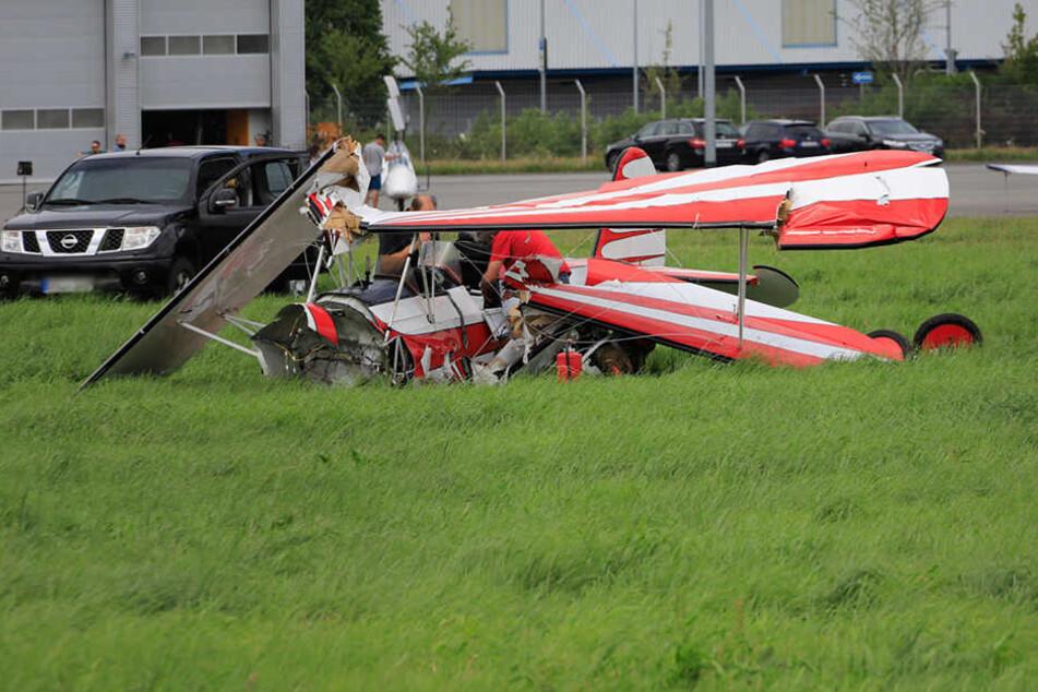 Bruchlandung am Flugplatz: Zwei Verletzte