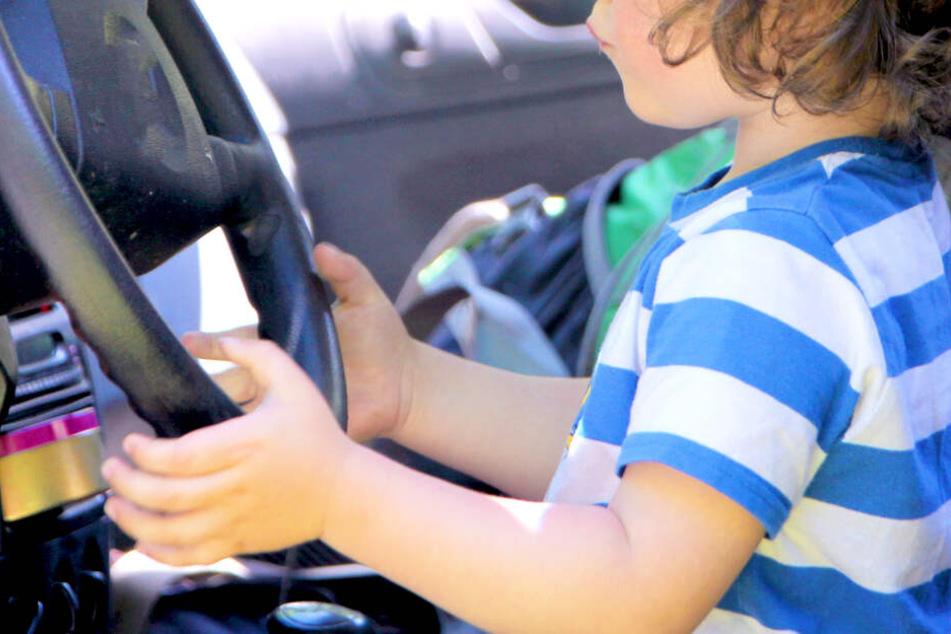 Ein fünf Jahre alter Junge hat mit dem Auto seines Vaters seine kleine Sschwester angefahren (Symbolbild).