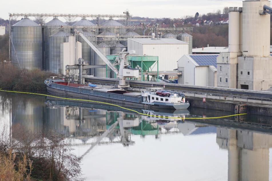 Neckar verschmutzt: Flüssigkeit breitet sich auf 2500 Quadratmetern aus!