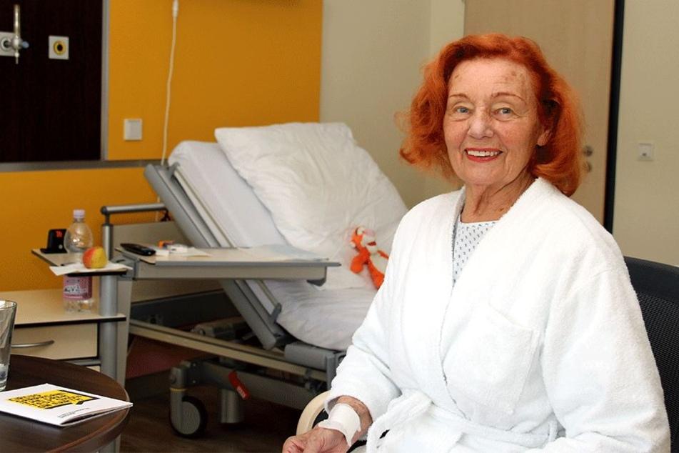 Ingrid Stosch-Sarrasani (84) am Krankenbett.
