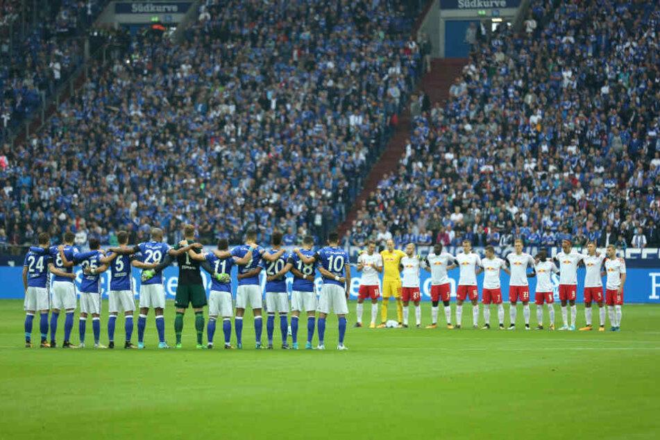 Vor Anpfiff gedachten beide Teams der Opfer der Terroranschläge von Barcelona.