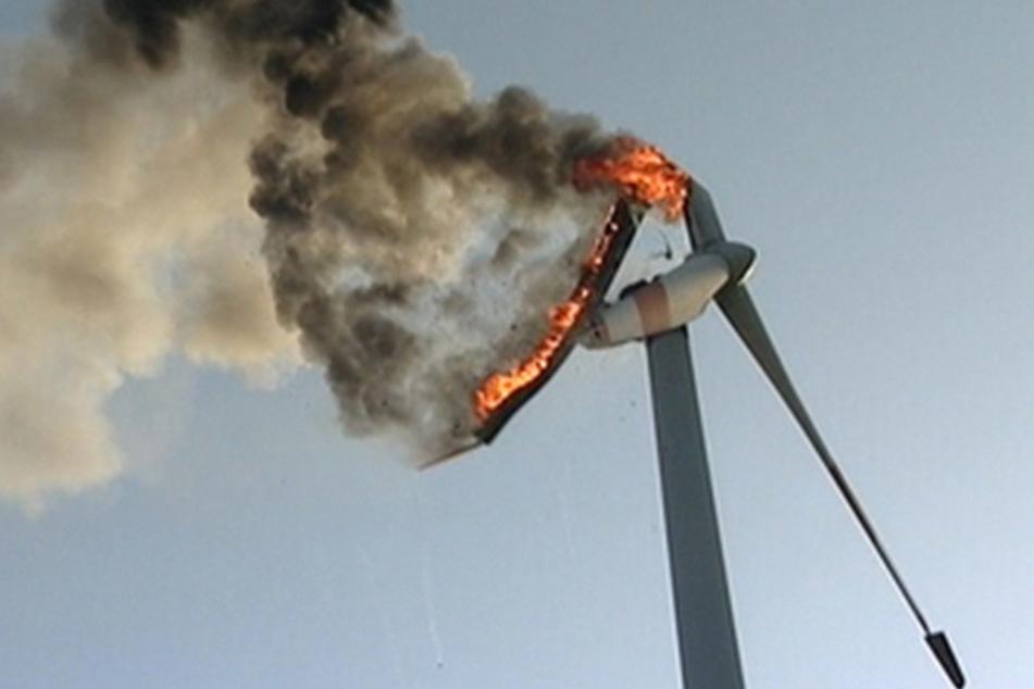 An der Autobahn 3 hat eine Windkraftanlage gebrannt.
