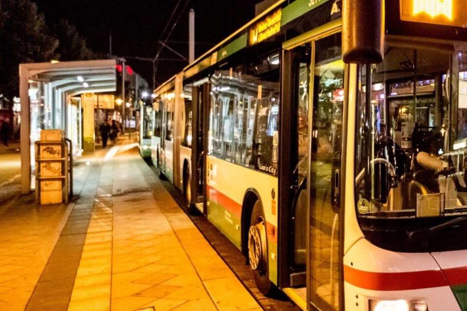 Busfahrer will Ticket von Fahrgast sehen, der greift ihn brutal an