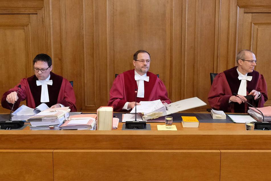 Der 7. Senat will sein Urteil erst am 27. Februar verkünden, so der Vorsitzende Richter Andreas Korbmacher (Mitte).