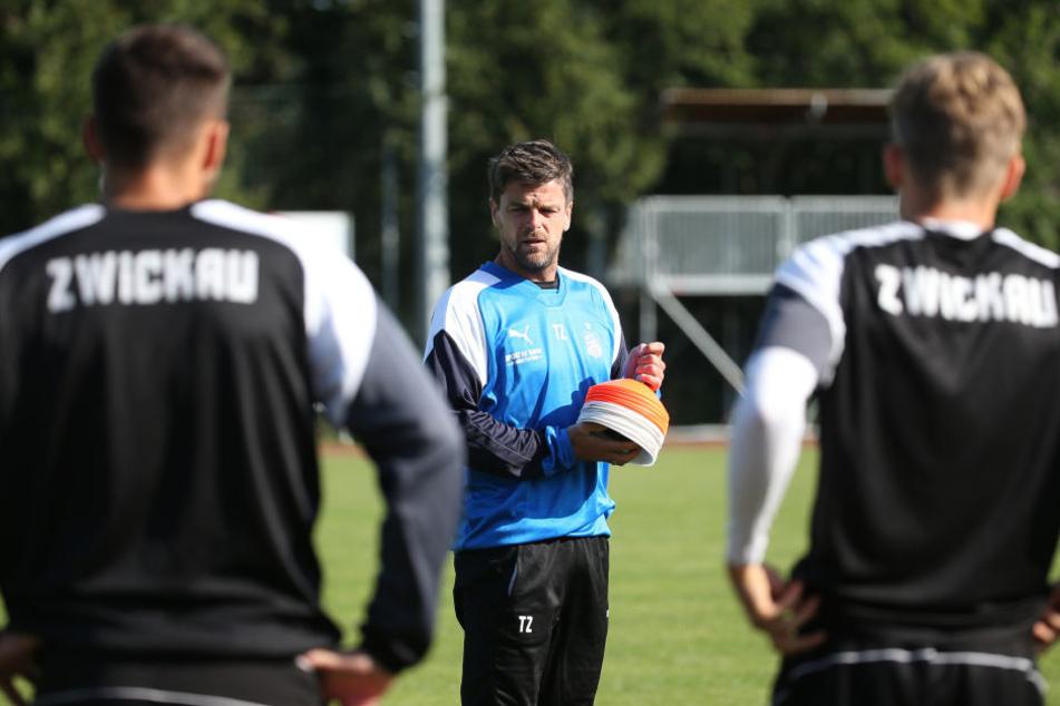 Torsten Ziegner beim Training mit seinem Team.