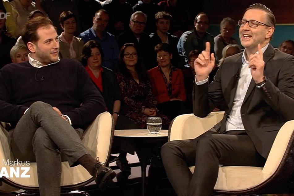 Detlev Kümmel (rechts) reagiert gelassen auf die Vorwürfe, Julian Schmitz-Avila hört gespannt zu.