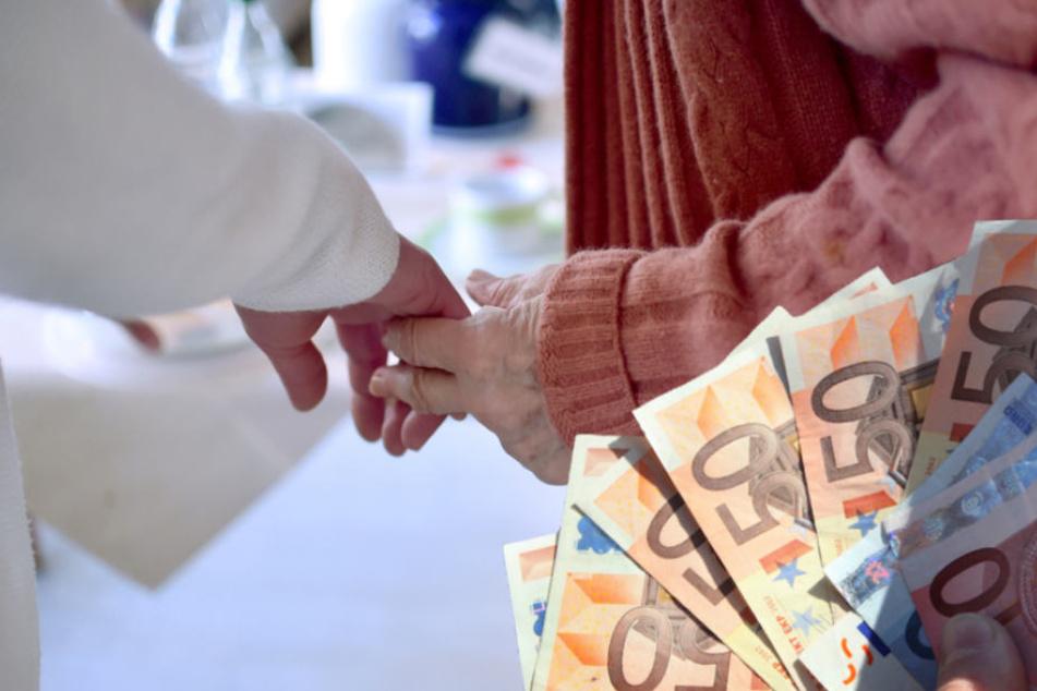 In Berlin muss in Pflegeheim am meisten dazugezahlt werden. (Symbolbild)