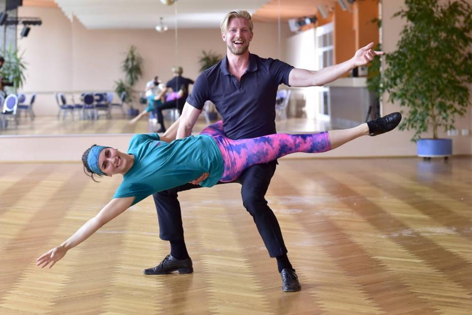 Das Seil ist eigentlich ihr Element: Rope-Skipping-Weltmeisterin Frizzi Seltmann (32) versucht's jetzt mit ihrem Tanzpartner Philipp Jendras (26) auf dem Tanzparkett.