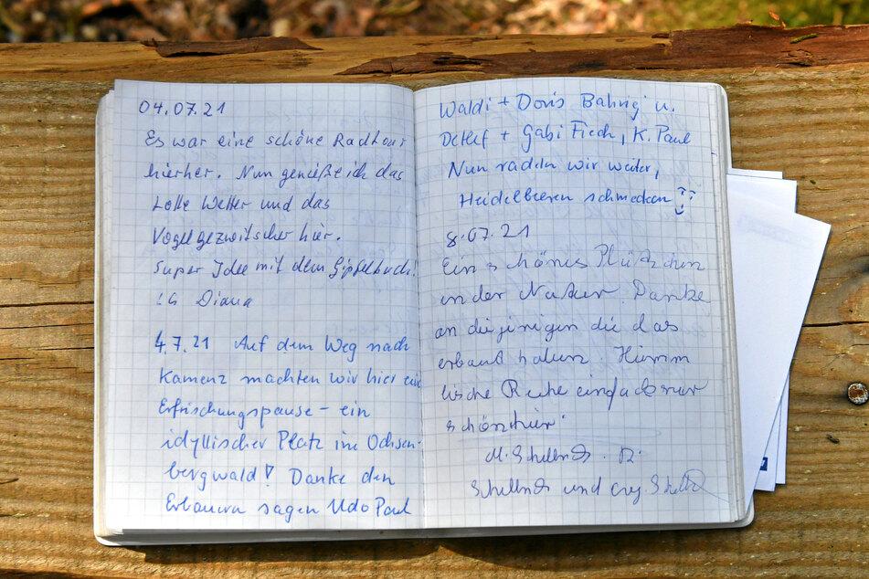 Schon viele Wanderer und Naturfreunde verewigten sich im Gipfelbuch.