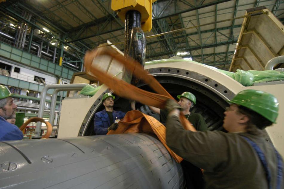 Im Atomkraftwerk Dukovany in der Nähe von Prag: Arbeiter an Turbogeneratoren.