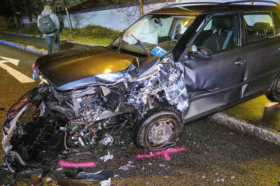 Der Skoda und ein Ford sind frontal ineinander gekracht.