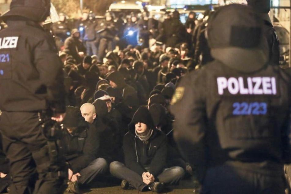 Im Januar 2016 war ein Mob von Neonazis und Hooligans durch Connewitz gezogen.