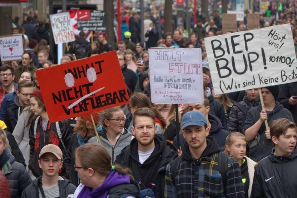 Etwa 7000 Menschen demonstrieten in der Innenstadt von Hamburg gegen die Reform des Artikels 13 gegen die EU-Reform des Urheberrechts.
