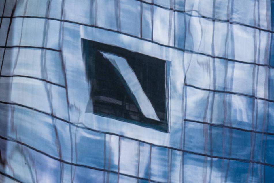 Die Papiere der Deutschen Bank sind derzeit der schlechteste DAX-Wert. (Symbolbild)