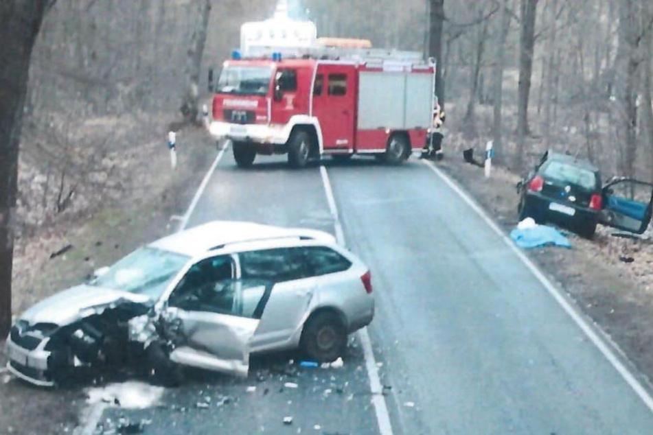 Bei einem Unfall auf der B96 kam ein Autofahrer ums Leben.