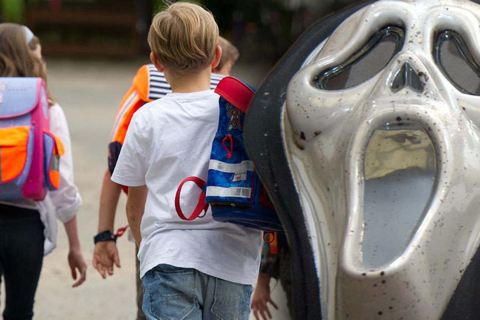 Schulkinder in Angst! Mysteriöser Masken-Mann wieder aufgetaucht