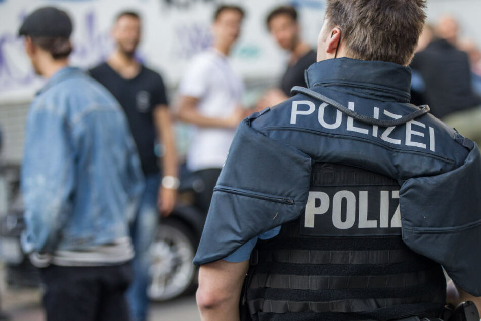 Bei den Festgenommenen handelt es sich laut Polizei überwiegend um Männer.