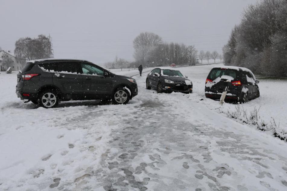 Autofahrer vom Wintereinbruch überrascht: Knapp 30 Unfälle