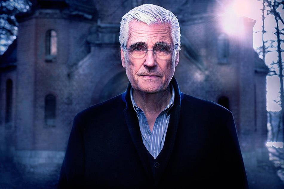 """Seit einem Jahr moderiert Sky du Mont (70) die Mystery-Serie """"Haunted -  Seelen ohne Frieden"""", die paranormalen Aktivitäten nachgeht."""