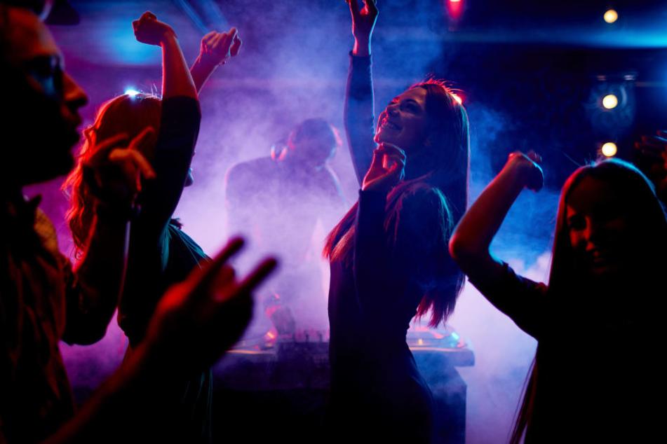 Auf sogenannten Goa-Partys hilft nicht allein die Musik, um in Stimmung zu kommen. (Symbolbild)