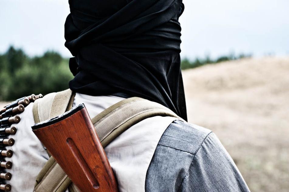 Durch den Gebietsverlust kehren viele IS-Kämpfer aus Syrien und dem Irak zurück. (Symbolbild)