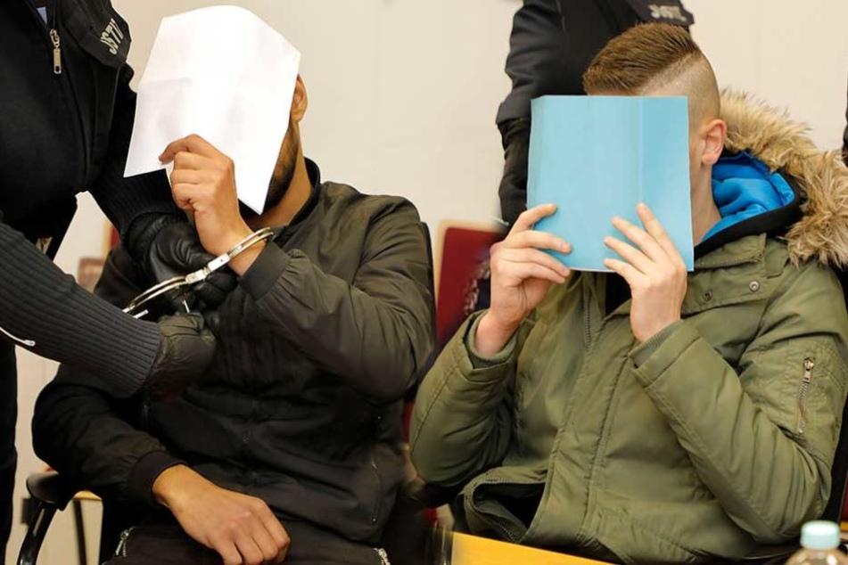 Obaida A. (21, l.) und Abedalmola T. (25) müssen sich seit Montag vorm Chemnitzer Landgericht wegen Totschlags verantworten.