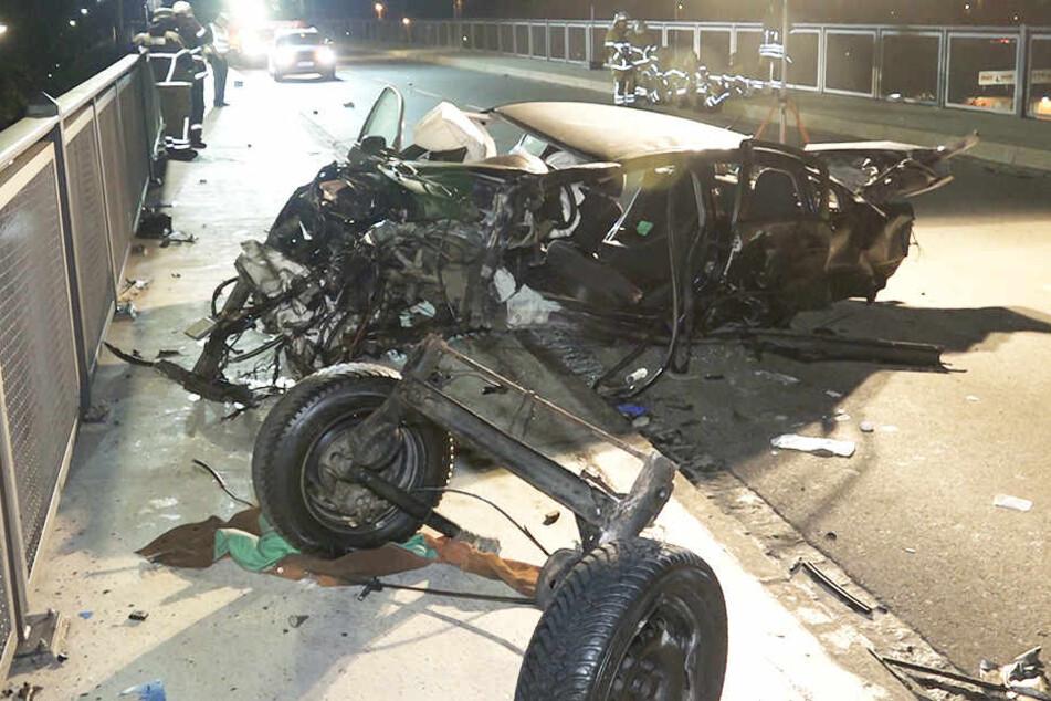 Der Wagen wurde vollständig demoliert.