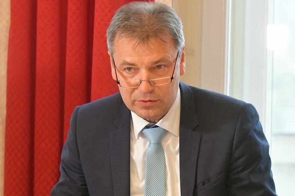 Kai Emanuel (50, parteilos), Landrat Nordsachsen, Verbandsvorsitzender des Mitteldeutschen Verkehrsverbundes.