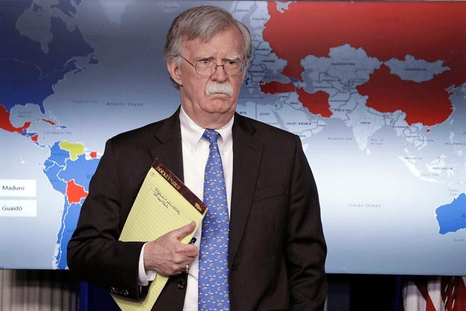 John Bolton (70), Nationaler Sicherheitsberater, nimmt an einer Pressekonferenz im Weißen Haus teil.