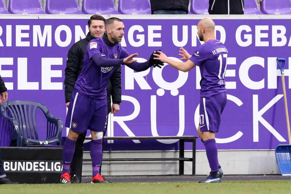 Sein letztes Punktspiel für Aue: Gegen Darmstadt wurde Christian Tiffert (l.) für Philipp Riese eingewechselt.