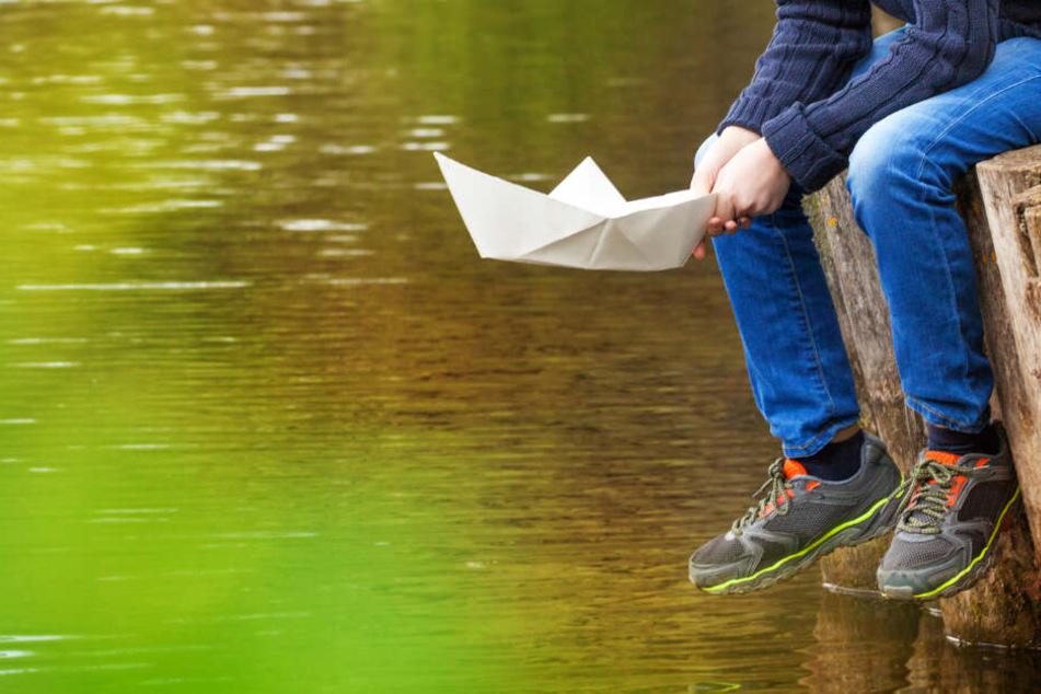 Der Junge trieb nach seinem Sturz rund 1,5 Kilometer ab (Symbolbild).