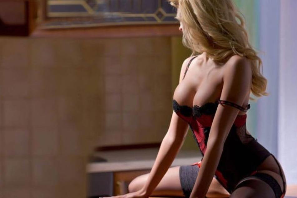 Weil er mit ihrer Leistung wohl unzufrieden war, stieß ein Freier eine Prostituierte gewaltsam auf das Bett und bestahl sie. (Symbolbild)