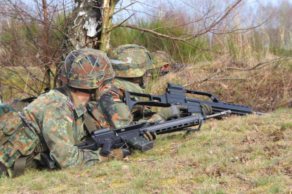 Auf dem Truppenübungsplatz in Senne finden regelmäßig Schießübungen statt. (Symbolbild)