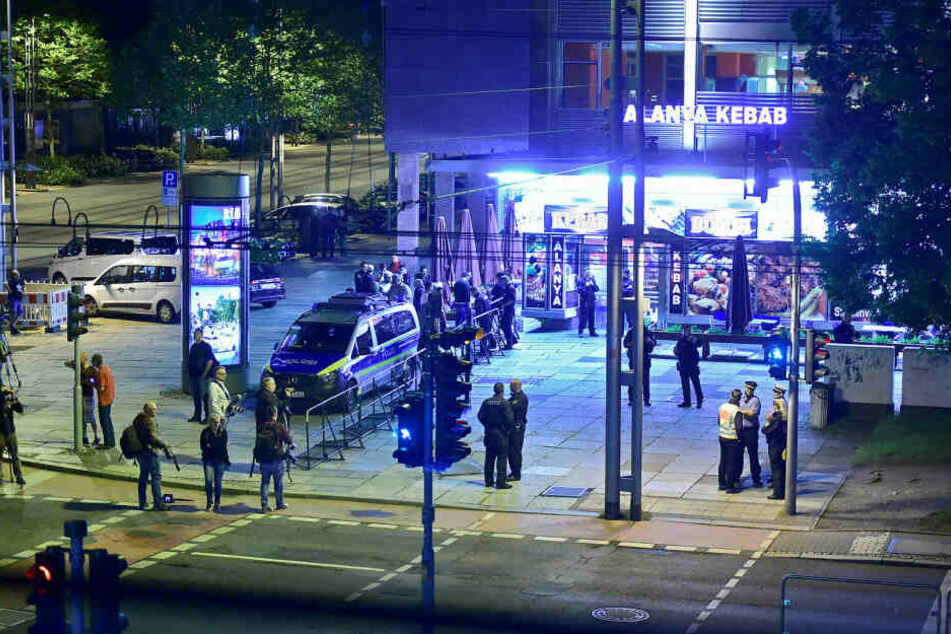 """Dutzende Medienvertreter verfolgten die """"Nachtschicht"""" der Schwurgerichtskammer."""