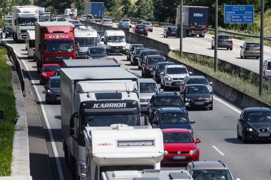 Die A1 wird im Osten von Hamburg gesperrt. Rund um die Strecke ist mit Stau zu rechnen. (Archivbild)