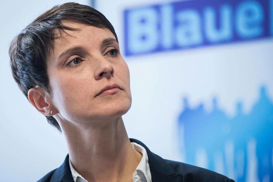 """Früher AfD, jetzt Chefin der """"Blauen Partei"""": Frauke Petry (43)."""
