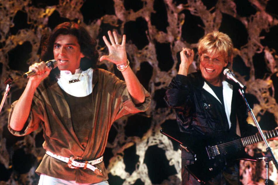 Thomas Anders (l.) und Dieter Bohlen singen am 11.11.1985 in Saarbrücken.
