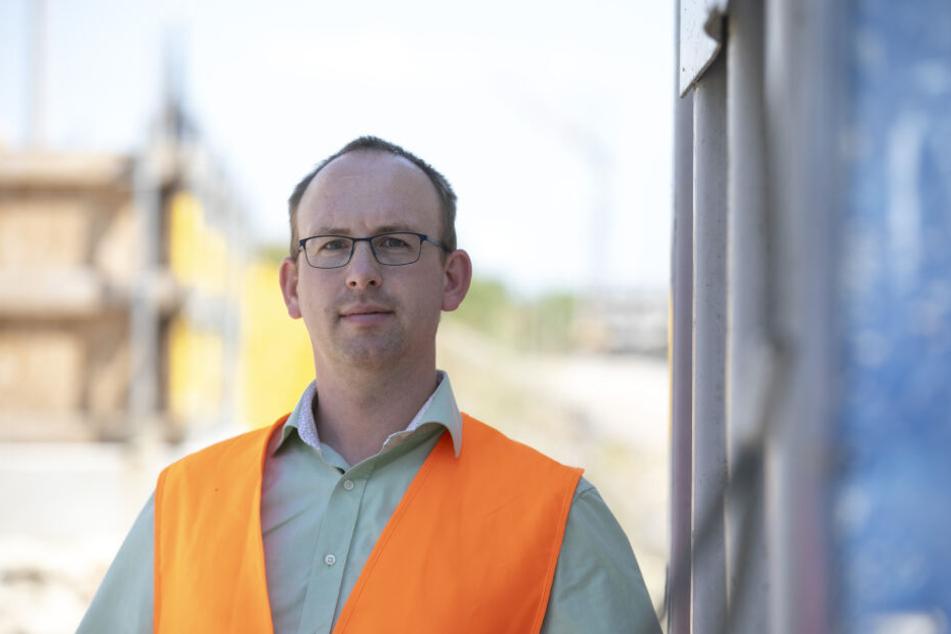 Andreas Gruner (35) ist im Rathaus für sämtliche Dresdner Brücken verantwortlich.