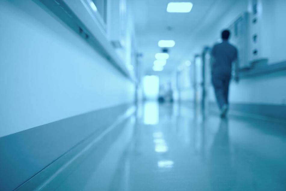 Klinik-Patient wacht mitten in der Nacht auf und traut seinen Augen nicht