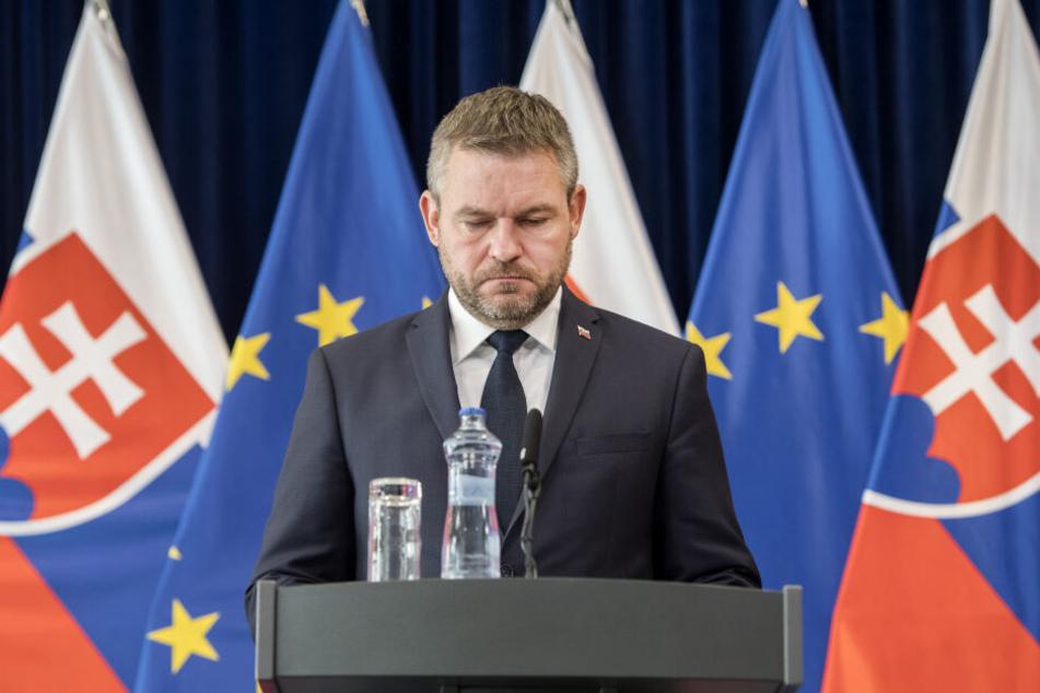 Der slowakische Ministerpräsident Peter Pellegrini (44) ist wenige Tage vor der Parlamentswahl ins Krankenhaus eingeliefert worden.