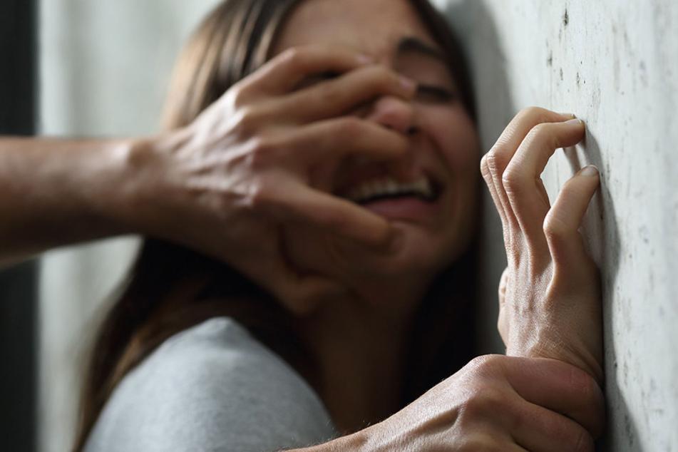 Sexuelle Belästigung: Mann attackiert zwei Frauen in Minden