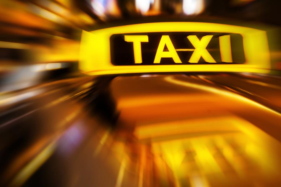 Taxifahrer in Fulda ausgeraubt: Der Täter entkam mit Bargeld in unbekannter Höhe (Symbolbild).